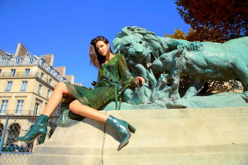 ديانا آرنو بألوان دافئة في أسبوع باريس للموضة